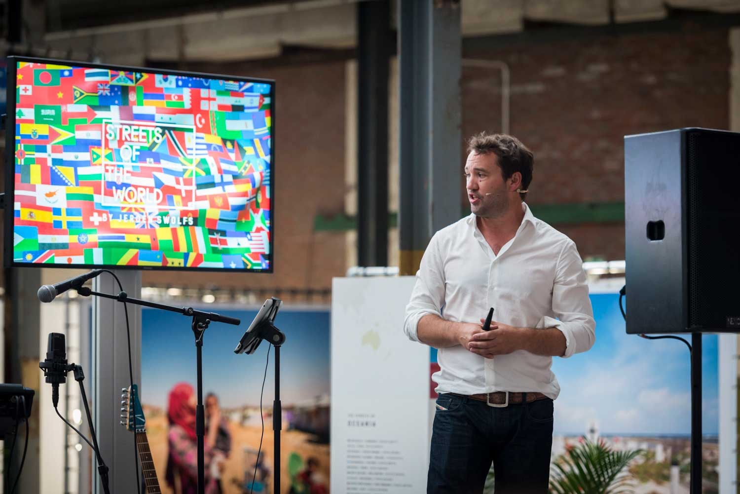Jeroen Swolfs giving a presentation during B2B event at streets of the world photo museum